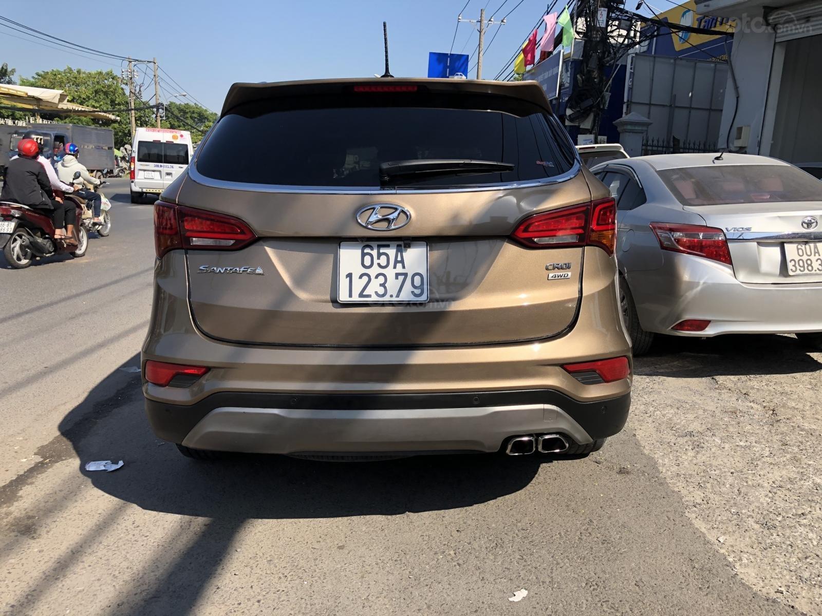 Bán Hyundai Santa Fe 2.2 4WD năm sản xuất 2016, màu nâu, trả góp (6)