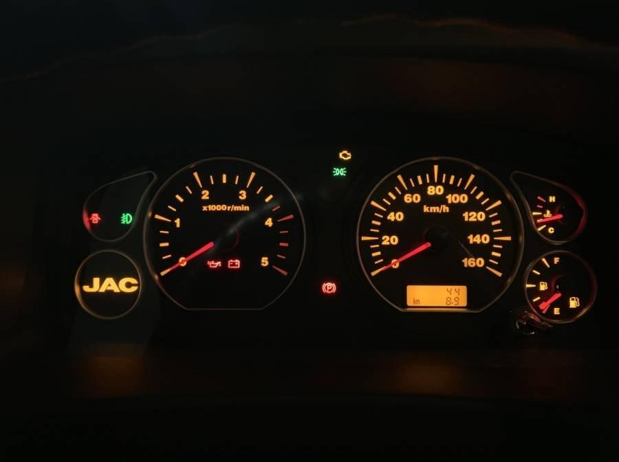 Cần bán xe JAC HFC N200 sản xuất 2019, màu trắng, thùng bạt, giá tốt (4)