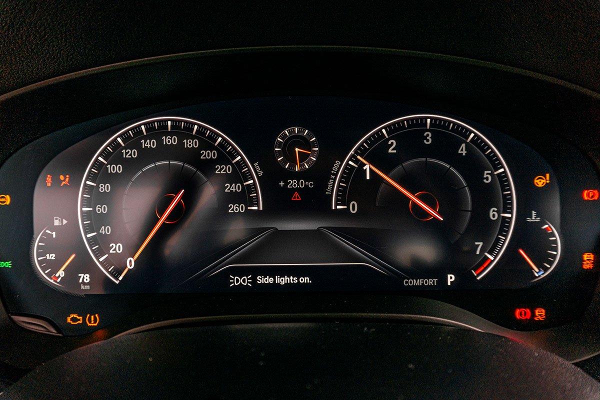 Đánh giá xe BMW 530i 2019: Bảng đồng hồ hoàn toàn bằng kỹ thuật số.
