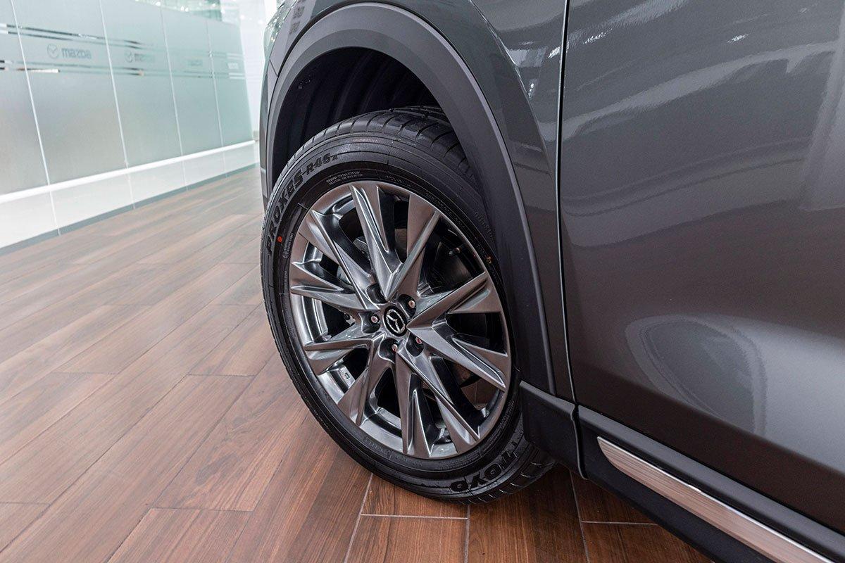 Đánh giá xe Mazda CX-8 2019: La-zăng 19 inch đa chấu.