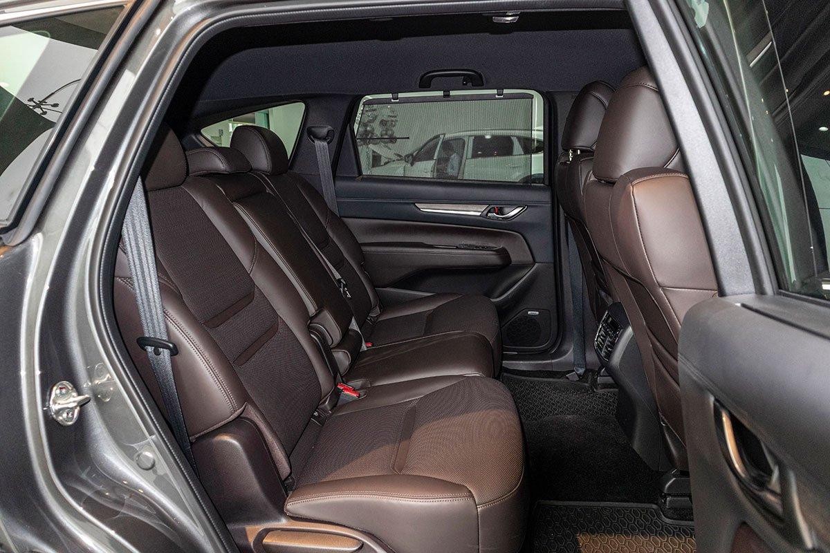 Hàng ghế thứ 2 trên Mazda CX-8 2019.
