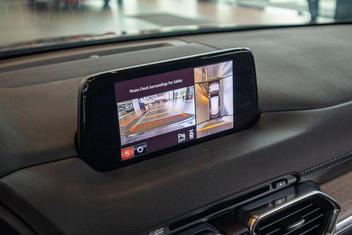 Đánh giá xe Mazda CX-8 2019: Camera 360 độ.