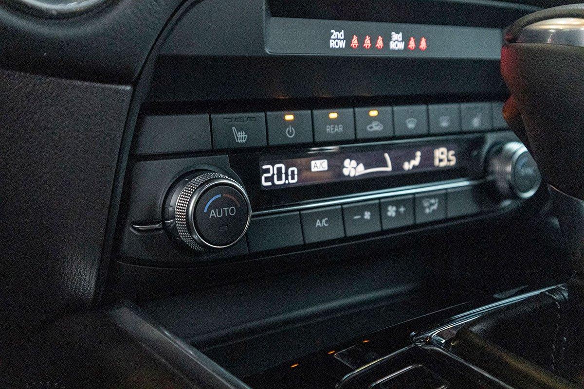 Đánh giá xe Mazda CX-8 2019: Điều hoà độc lập 2 vùng cho hàng ghế trước.