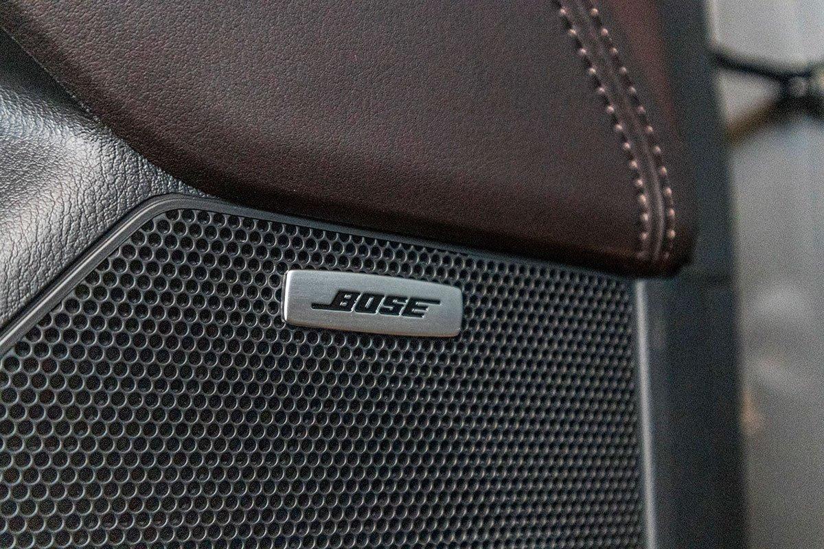 Đánh giá xe Mazda CX-8 2019: Hệ thống âm thanh Bose 10 loa.
