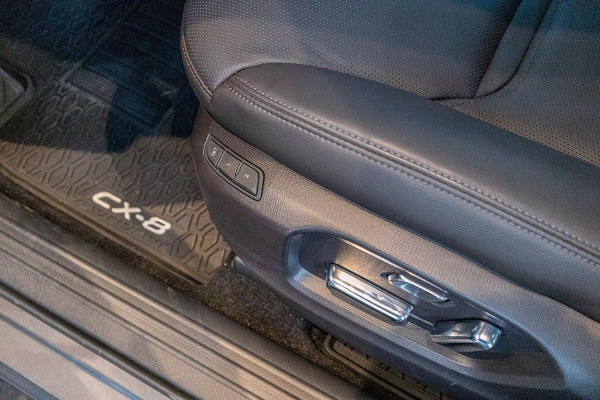 Đánh giá xe Mazda CX-8 2019: Nhớ ghế lái 2 vị trí.