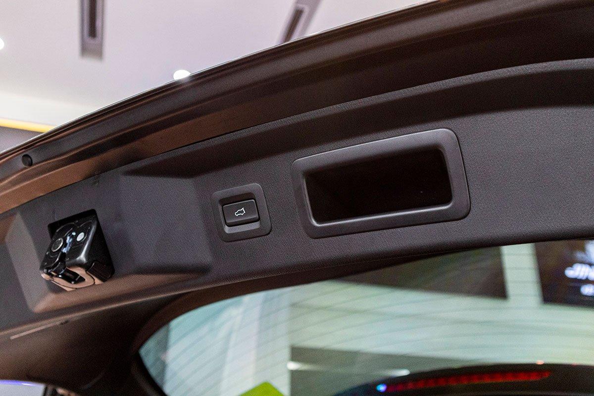 Cốp sau của Mazda CX-8 2019 đóng mở điện.