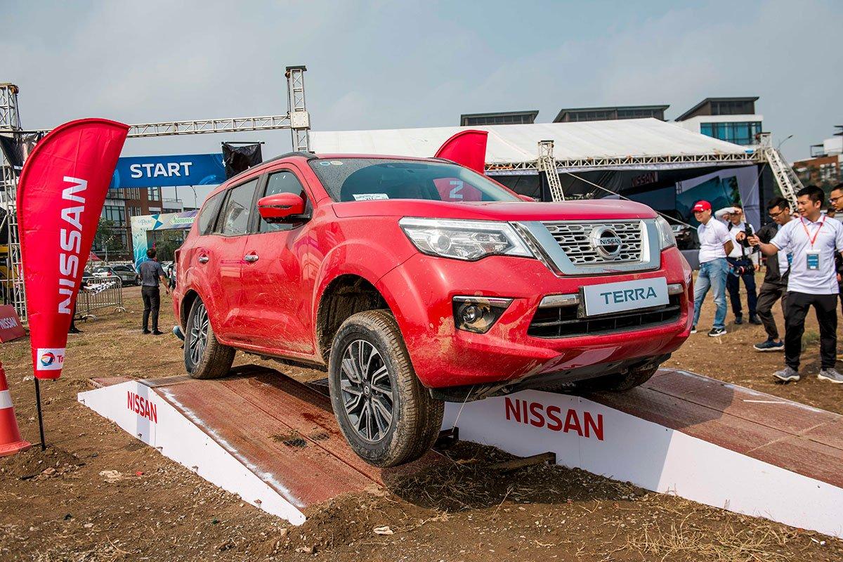 Đánh giá xe Nissan Terra 2019: Khả năng xử lý đã được Nissan tinh chỉnh lại tốt hơn so với Navara.