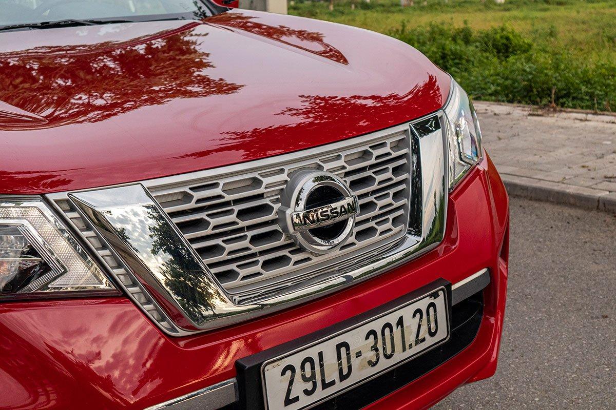 Đánh giá xe Nissan Terra 2019: Lưới tản nhiệt V-Motion đặc trưng.