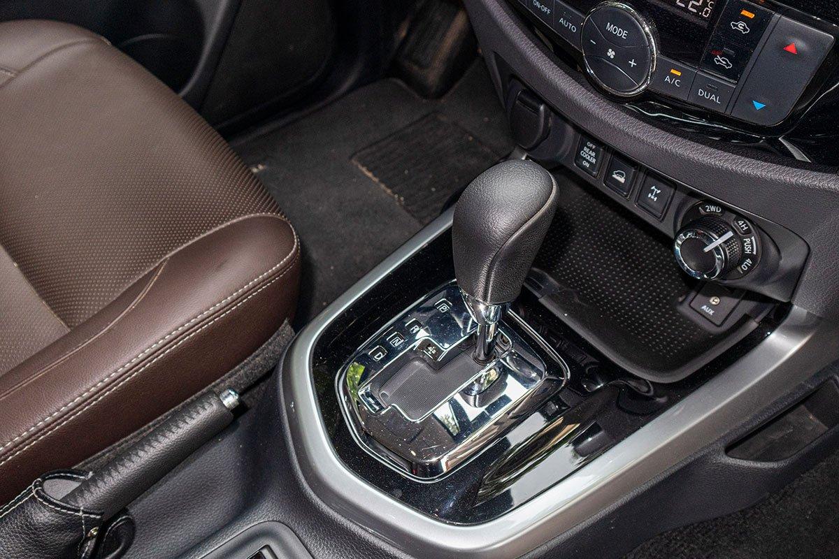 Đánh giá xe Nissan Terra 2019: Hộp số tự động 7 cấp.