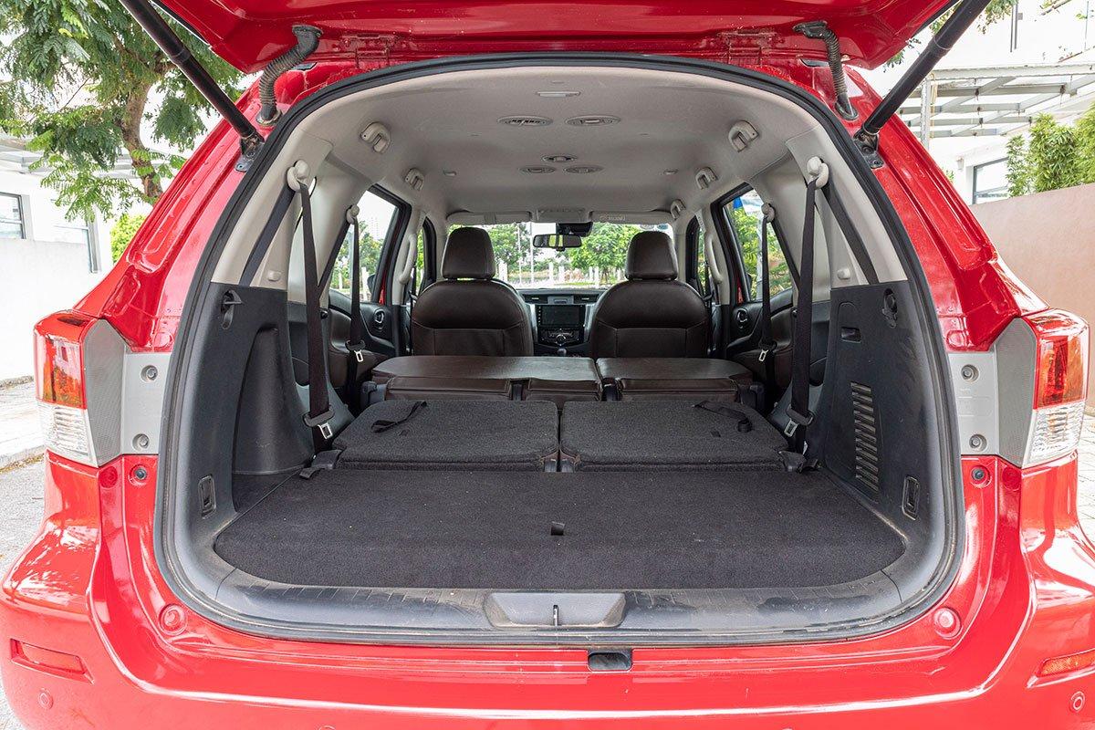 Đán giá Nissan Terra 2019: khoang hành lý 2.