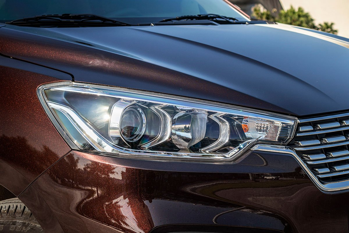 Đánh giá xe Suzuki Ertiga 2019: Cụm đèn pha đã sử dụng đèn Halogen Projector.