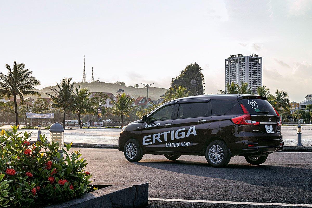 Đánh giá xe Suzuki Ertiga 2019: Đuôi xe đã bớt đi các nét thiết kế đơn điệu bo tròn.