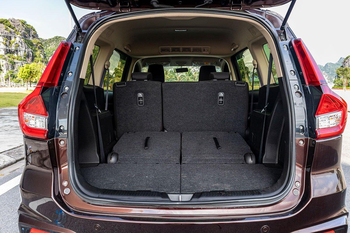 Đánh giá xe Suzuki Ertiga 2019: Khoang hành lý khi gập hàng ghế thứ 3.