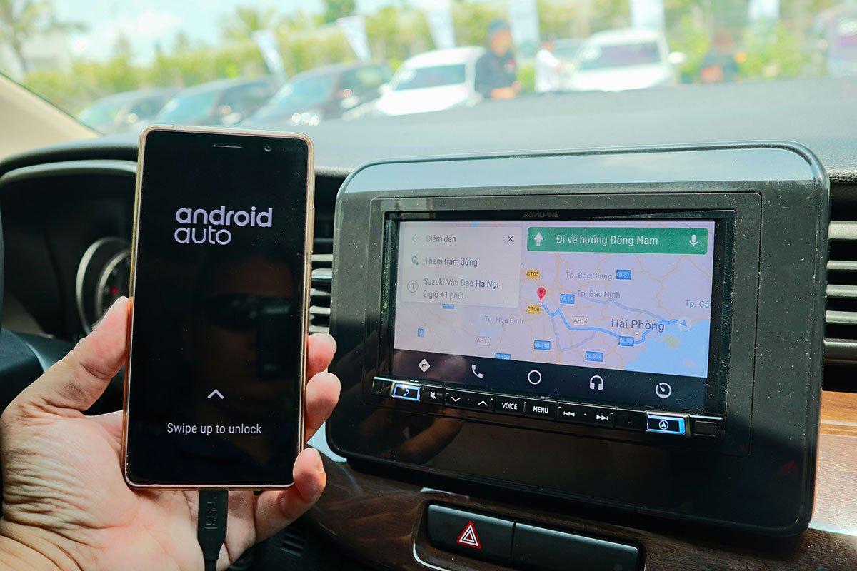 Đánh giá xe Suzuki Ertiga 2019: Màn hình có thể kết nối Android Auto và Apple CarPlay.