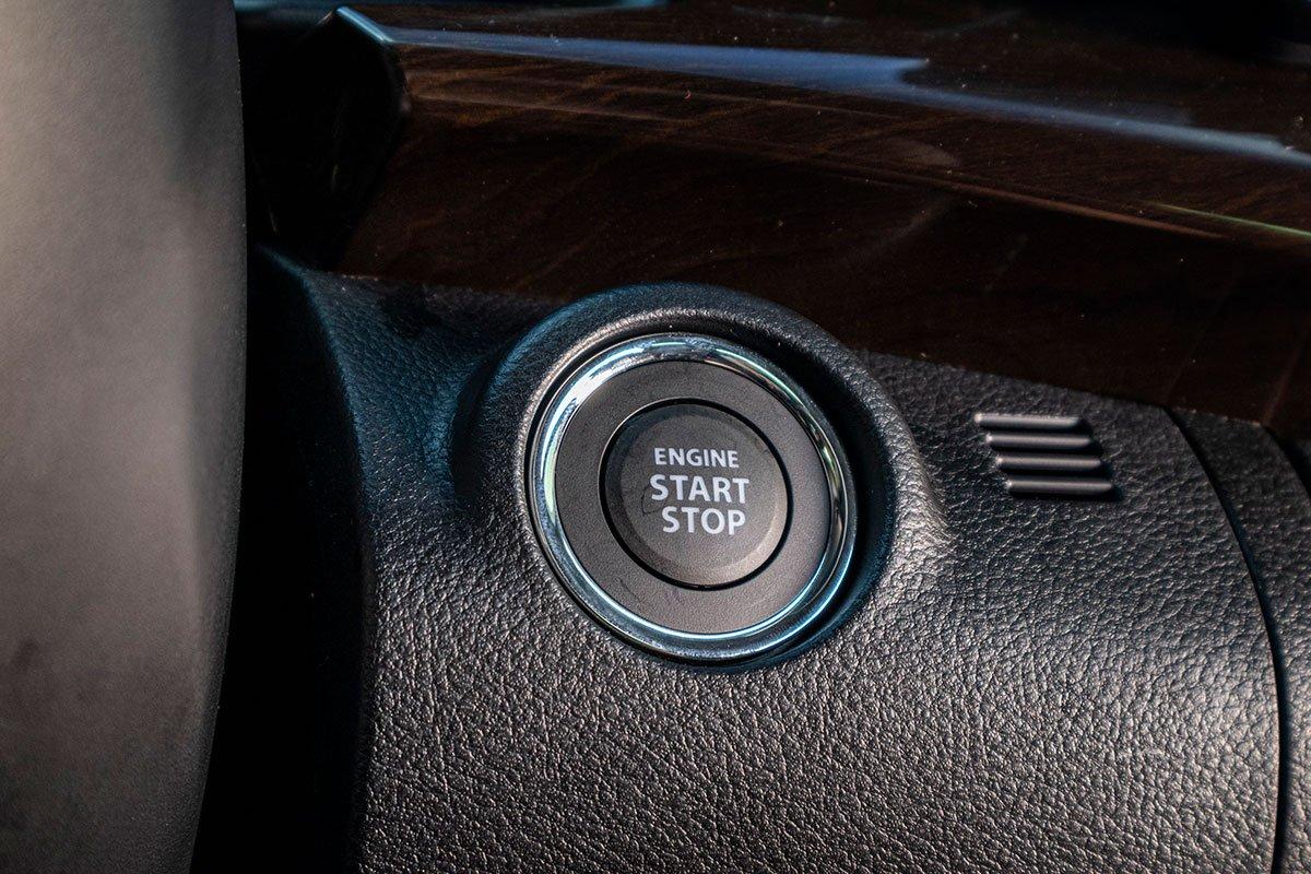 Đánh giá xe Suzuki Ertiga 2019:  Nút bấm khởi động.
