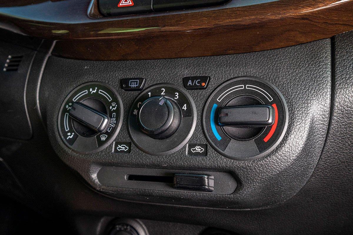 Đánh giá xe Suzuki Ertiga 2019: Điều hoà chỉnh cơ.