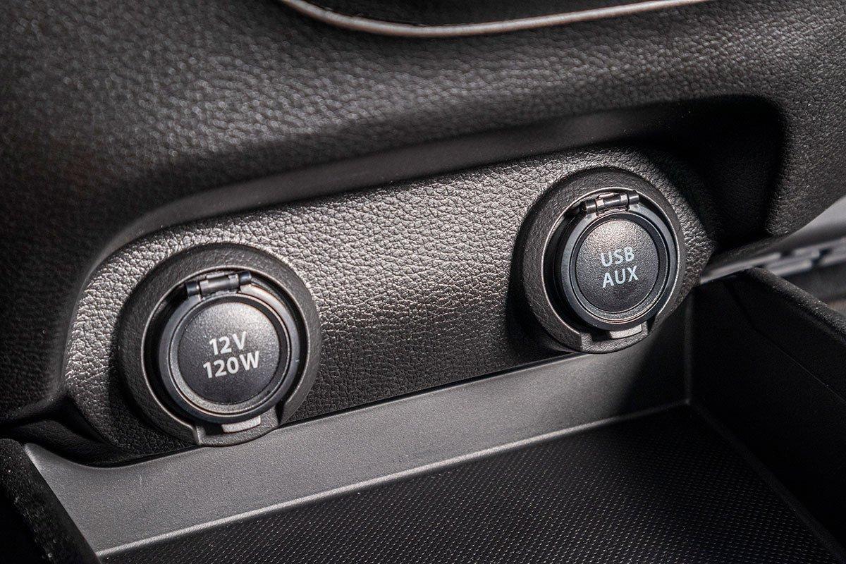 Đánh giá xe Suzuki Ertiga 2019:  Cổng sạc và kết nối.