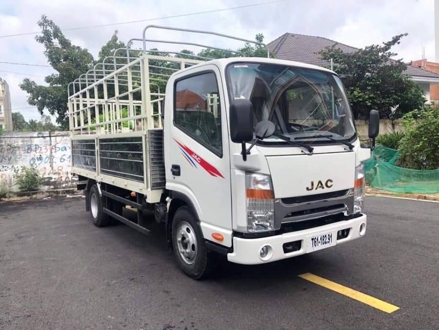 Cần bán xe JAC HFC N200 sản xuất 2019, màu trắng, thùng bạt, giá tốt (6)
