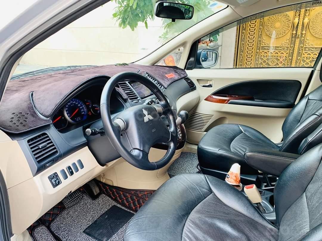 Bán ô tô Mitsubishi Grandis, năm sản xuất 2009, màu bạc (13)