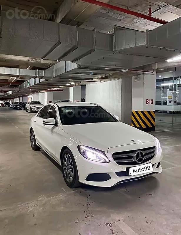 Cần bán Mercedes C200 sản xuất năm 2018, màu trắng, xe nhập (1)