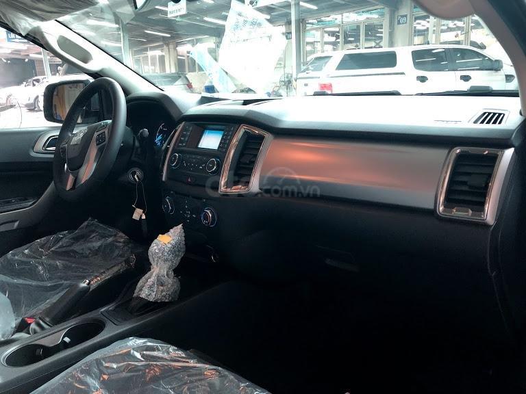 Mua xe Ford Ranger XLT AT 4x4 đời 2019, màu vàng, nhập khẩu - Giá tốt - Có sẵn xe - Giao ngay (6)