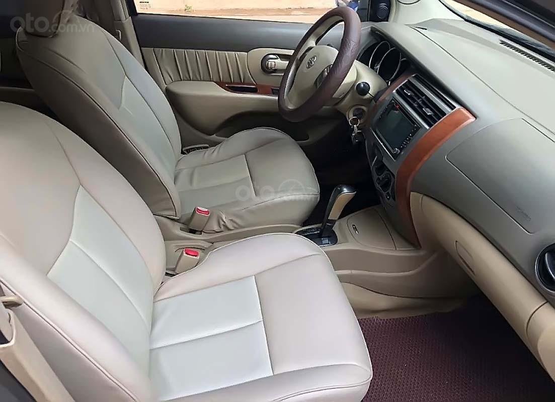 Cần bán Nissan Grand livina 1.8 AT 2011, màu xám, xe gia đình  (4)