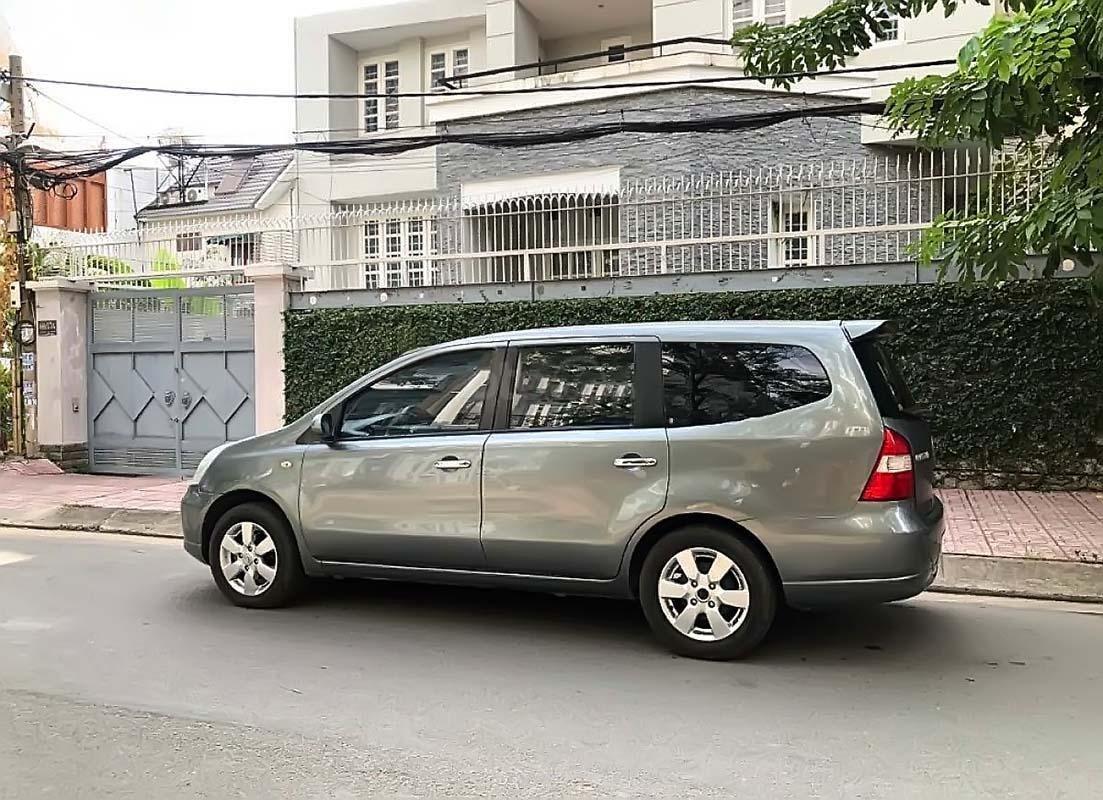 Cần bán Nissan Grand livina 1.8 AT 2011, màu xám, xe gia đình  (1)