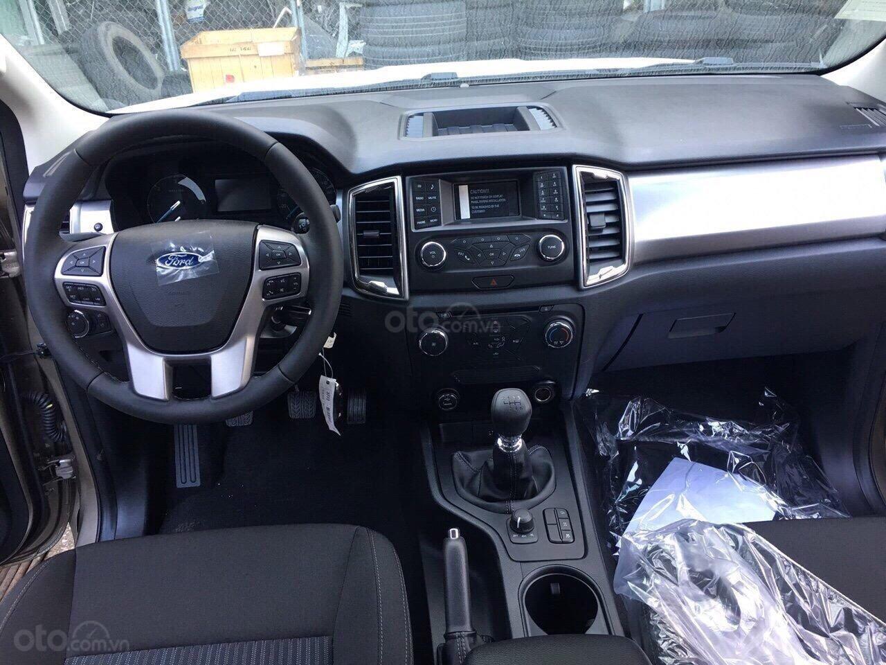 Bán Ford Ranger XLT 4x4 số tay, màu xanh thiên thanh, nhập khẩu nguyên chiếc, giá 654 triệu - Liên hệ 0979077936 (5)