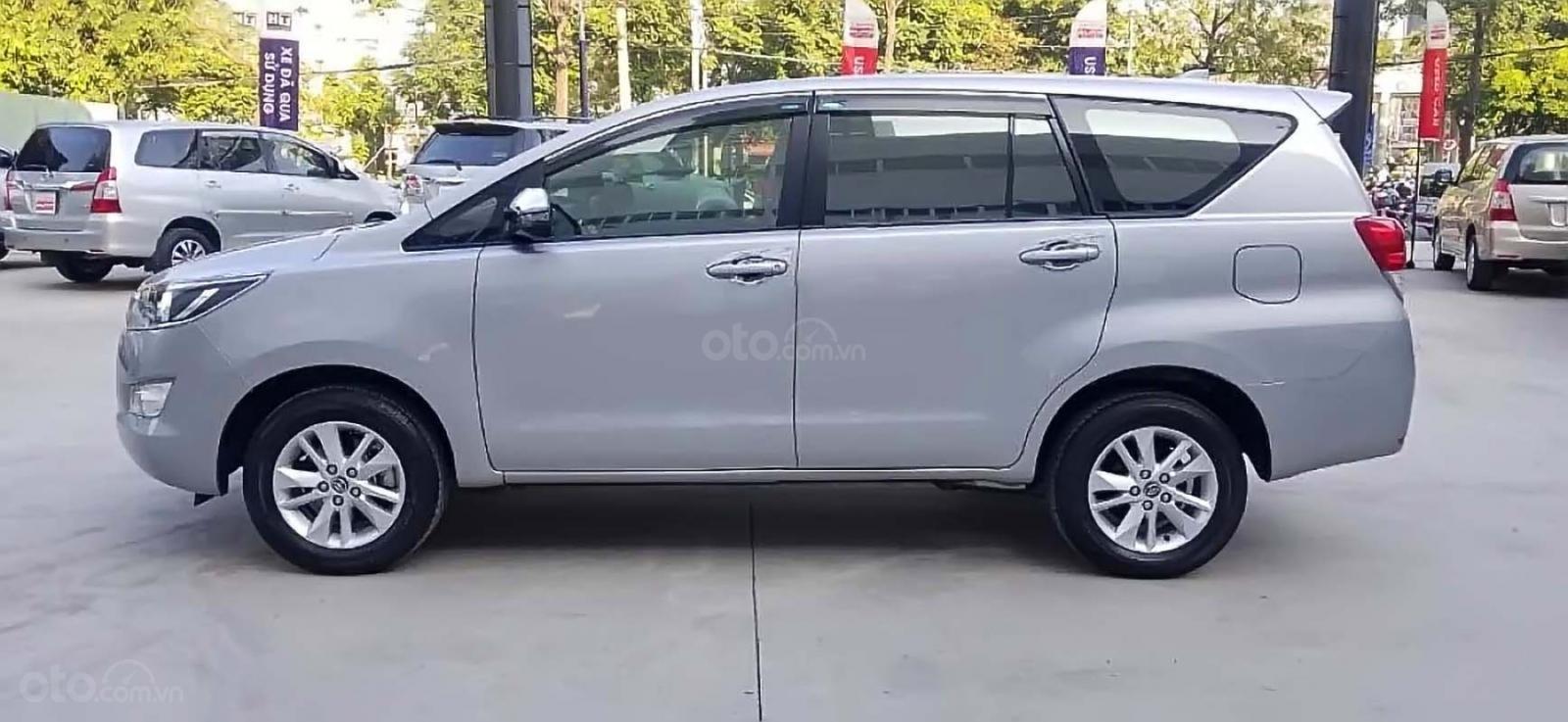 Bán xe Toyota Innova 2.0G năm sản xuất 2018, màu bạc, giá tốt (2)