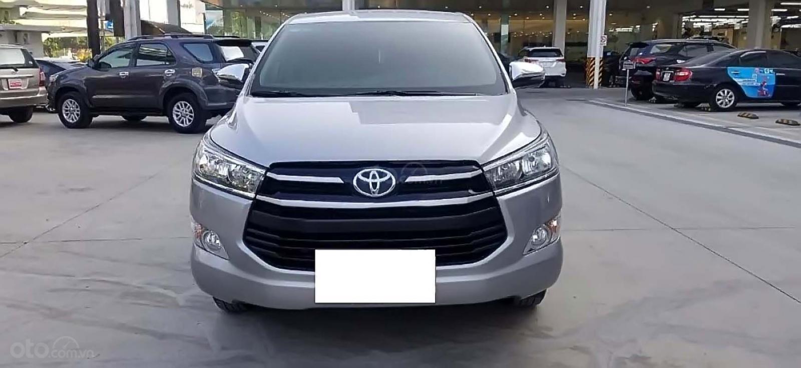 Bán xe Toyota Innova 2.0G năm sản xuất 2018, màu bạc, giá tốt (1)