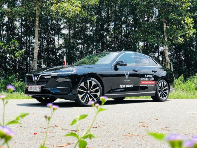 VinFast tặng xe LUX A2.0 cho HLV Mai Đức Chung trị giá hơn 1 tỷ đồng 3a