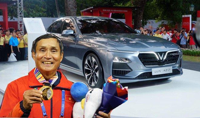 VinFast tặng xe LUX A2.0 cho HLV Mai Đức Chung trị giá hơn 1 tỷ đồng 2a