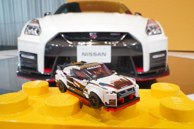 Lego mô hình ô tô.