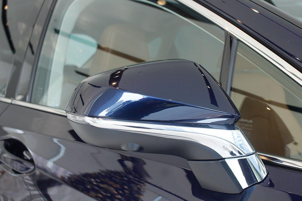 Ảnh chụp gương xe Lexus RX350 2020