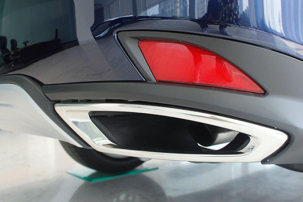 Ảnh chụp ống xả xe Lexus RX350 2020:
