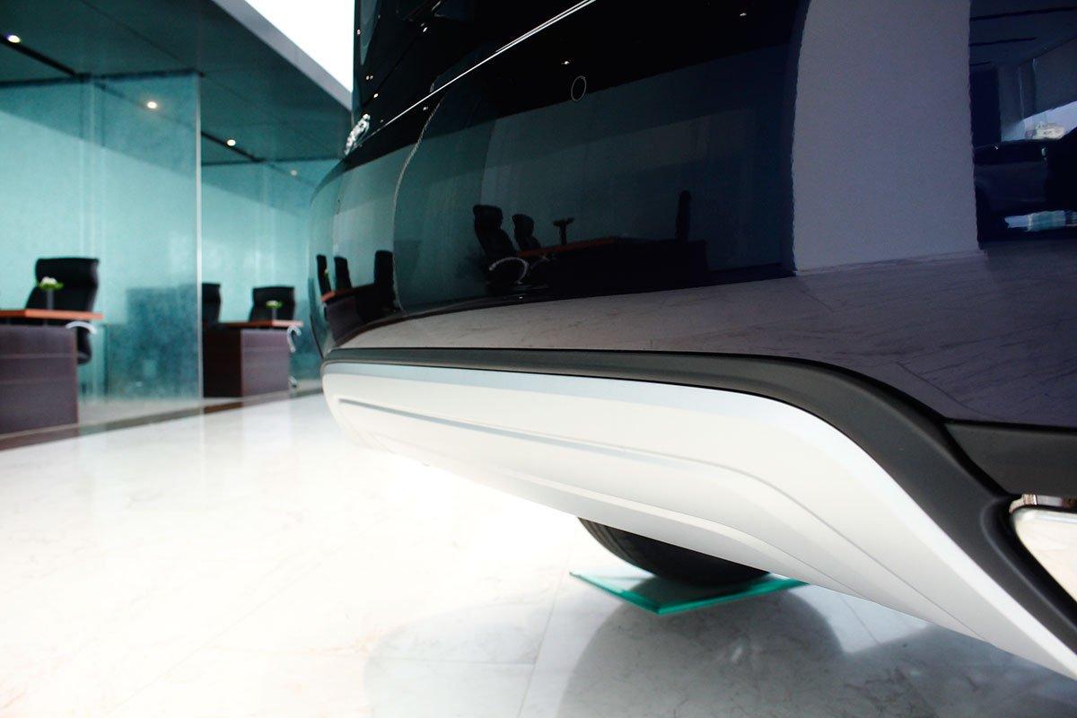 Ảnh chụp cản sau xe Lexus RX350 2020: