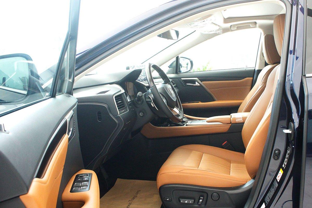 Ảnh chụp ghế trước xe Lexus RX350 2020: