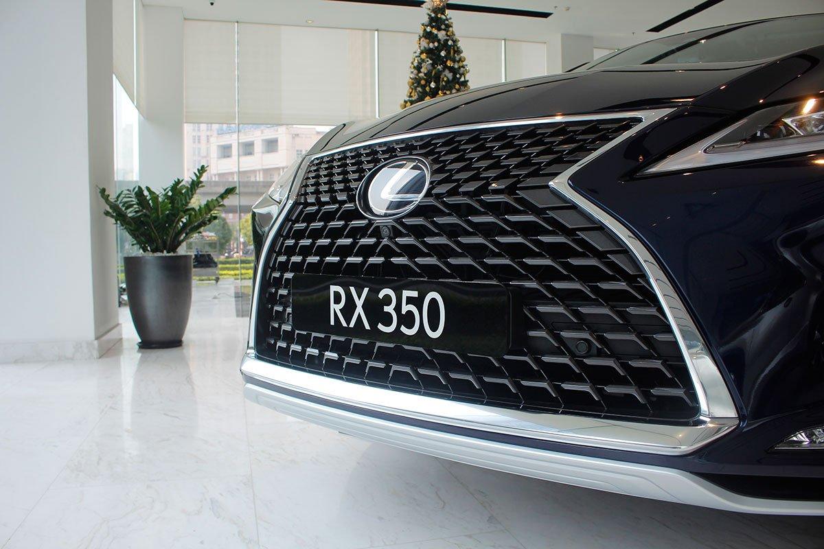 Ảnh chụp lưới tản nhiệt xeLexus RX350 2020: