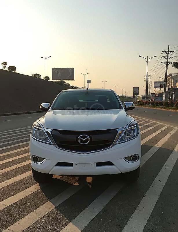 Bán Mazda BT 50 2.2L 4x2 AT năm 2016, màu trắng, nhập khẩu số tự động (1)