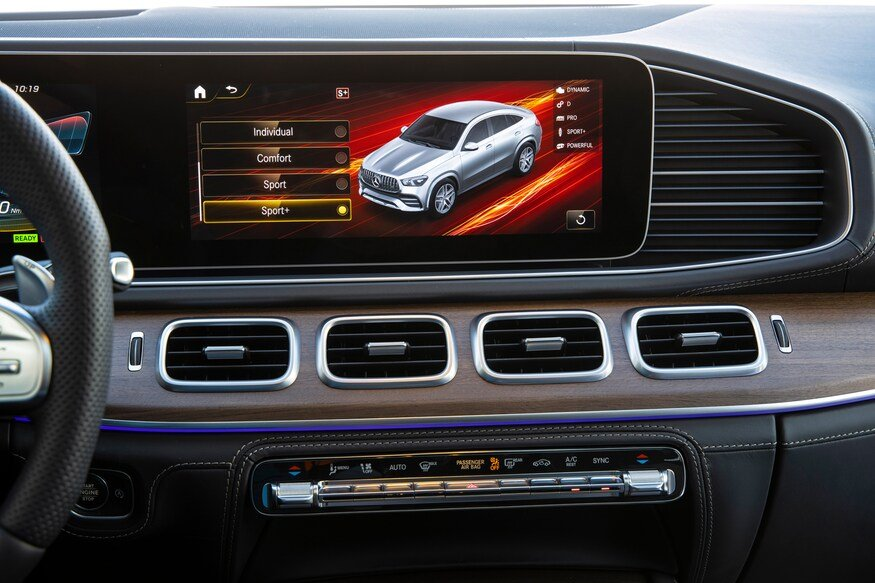Đánh giá xe Mercedes-AMG GLE 53 2020: màn hình thông tin