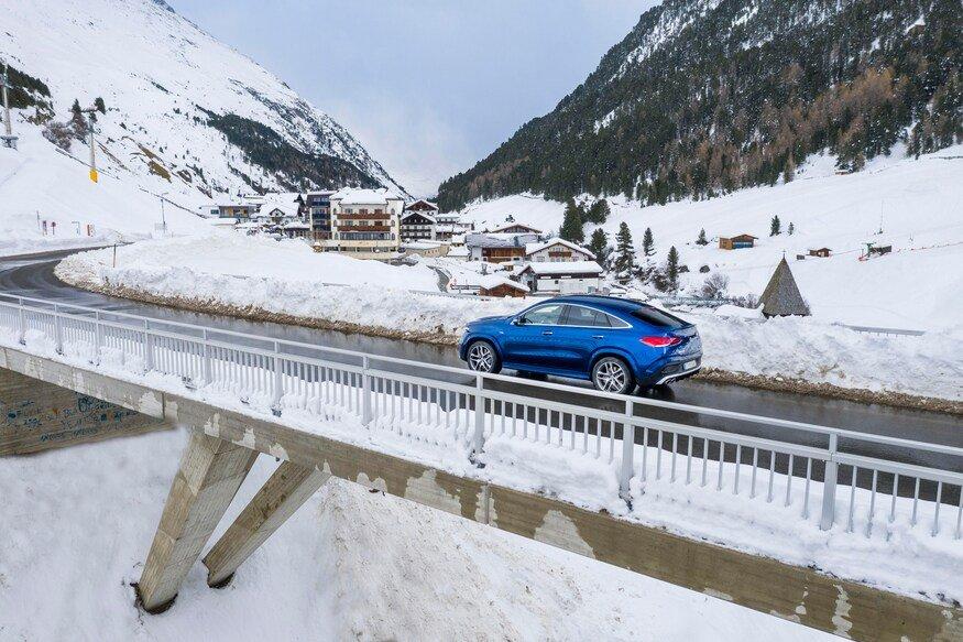 Đánh giá xe Mercedes-AMG GLE 53 2020: chiếc xe đi trên cầu