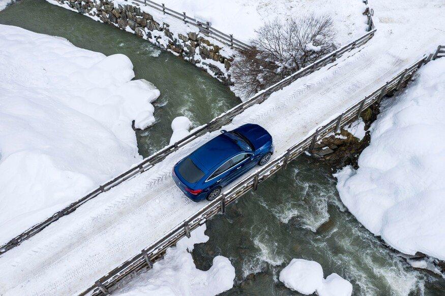 Đánh giá xe Mercedes-AMG GLE 53 2020 vềcảm giác lái: chiếc xe đi trên cầu 2