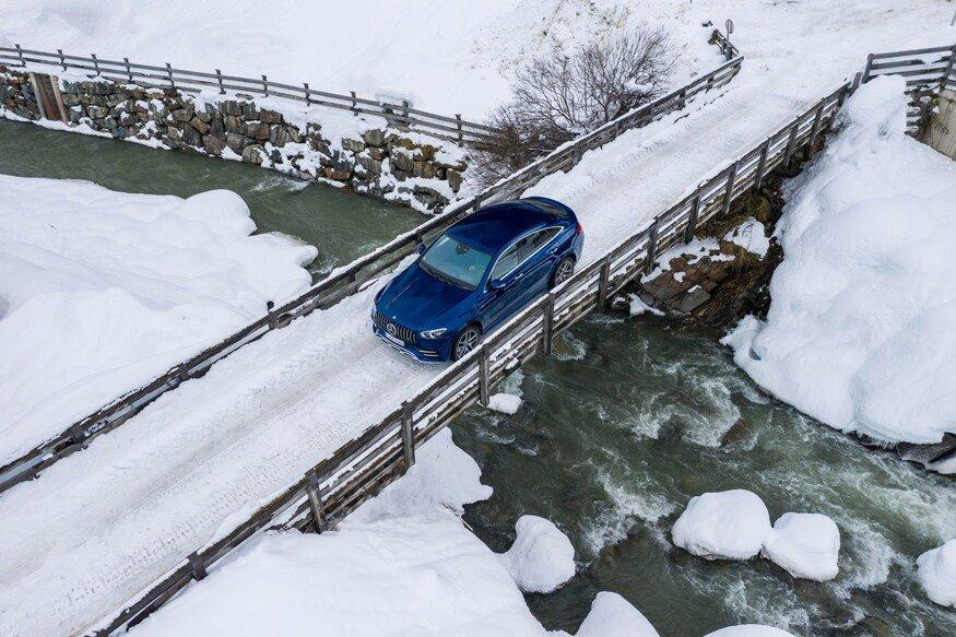 Đánh giá xe Mercedes-AMG GLE 53 2020 vềcảm giác lái: chiếc xe đi trên cầu 3