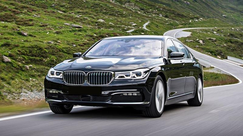 BMW 7-Series màu đen