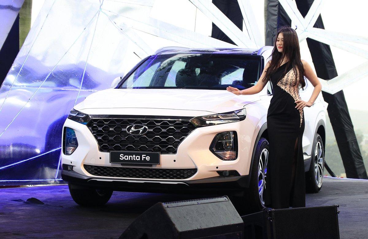 Hyundai SantaFe màu trắng phiên bản 2020...