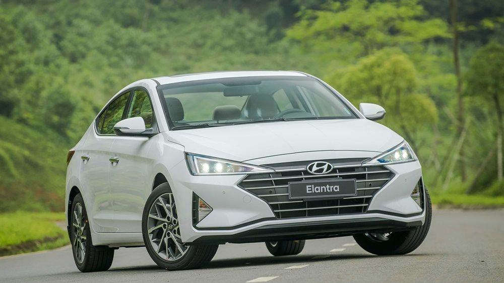 Hyundai Elantra 2020 phiên bản 2.0 và phiên bản Sport...