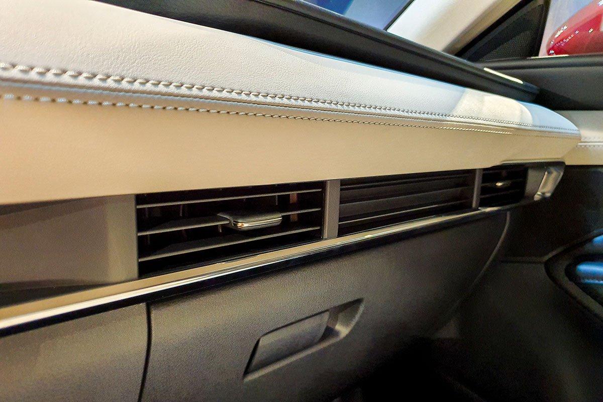 Các trang bị tiêu chuẩn trên xe Mazda 3 2020: Cửa gió hàng ghế trước 1