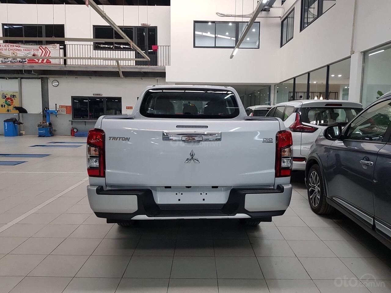 Gấp gấp, Mitsubishi Triton 4x4AT Mivec giá siêu sốc, xe sẵn giao ngay liên hệ 0977242095 để nhận ưu đãi tốt hơn nữa (4)