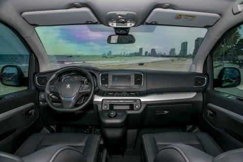 Nội thất xe Peugeot Traveller 2021 a8