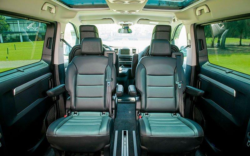 Nội thất xe Peugeot Traveller 2020 a2